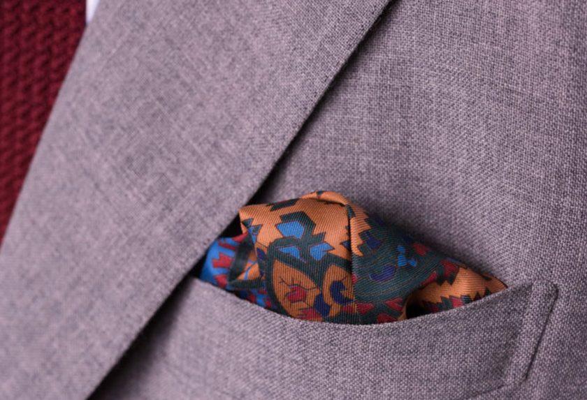 استفاده از دستمال جیبی مردانه چه تاثیری در زیبایی استایل شما دارد؟