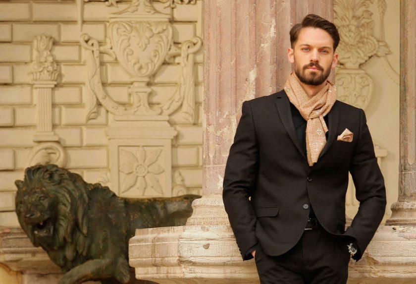 چگونه دستمال جیبی کت شلوار را با کراوات ست کنیم؟